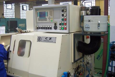FX-2000, konzola na boku stroje