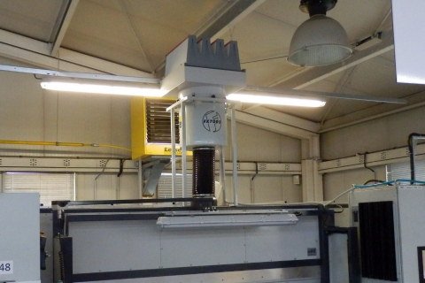 FX-7002 a věžový HEPA filtr, stojan na střeše